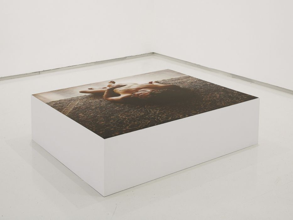 Lea Avital, Distance, C-Print on wooden Box, 100x104x35cm, 2008