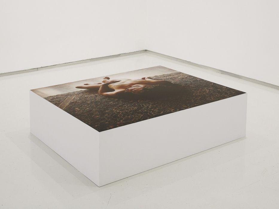 Lea Avital, Distance, C-Print on wooden Box, 100x104x35cm, 2008